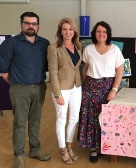 Sunbury State School Acting Principal Owen McLachlan, Julie Fison, Librarian Karen O'Brien