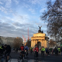 Morning commuters at Wellington Arch, London